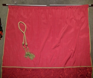 Maroon Curtain with Curtain Rod (1.3m wide/1.0m drop)