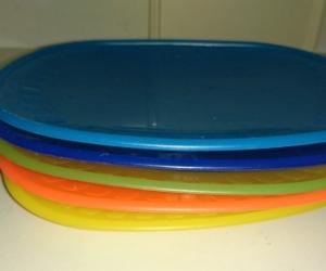 Small plastic plates