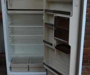 Phillips 370 litre fridge (refrigerator)