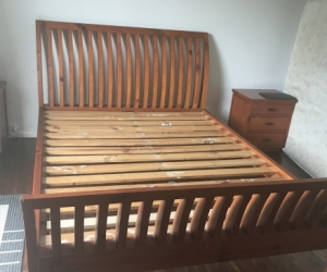 Queen size sleigh bed