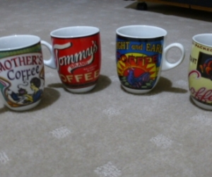 SMALL COLLECTABLE COFFEE MUGS