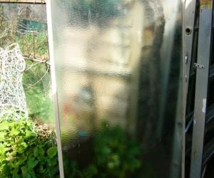 glass panel -bath screen?