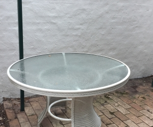 Outdoor Round Table - glass and wicker - 124cm diameter