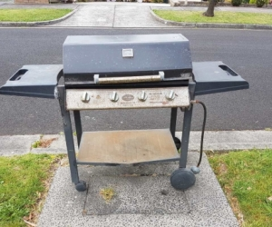 BBQ working well, Some rust spots. Barely ever used.