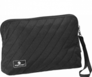 Wristlet toiletry bag