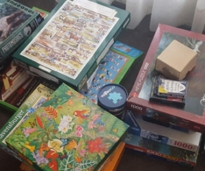 Assorted games and jigsaw puzzles