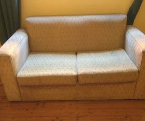 Single bed pull out couch
