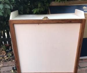 White wooden cabinet/shelf unit