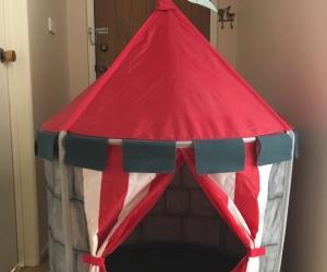 Children's play tent castle/cubby