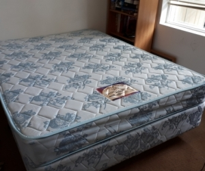 Double Bed Mattress and Base - Location Glen Iris