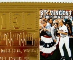 CAL RIPKEN 1995 ST VINCENT 23K GOLD BASEBALL STAMP