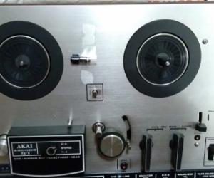 Akai Reel to Reel tape recorder. Model 4000DS or similar