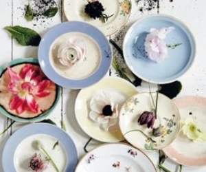 Different size Plates with a Patern or Flowers