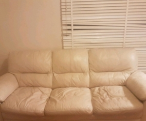 URGENT 3 seater cream leather couch