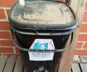 Bokashi bucket for kitchen composting