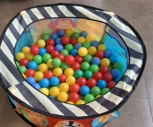 Toddler ball pit