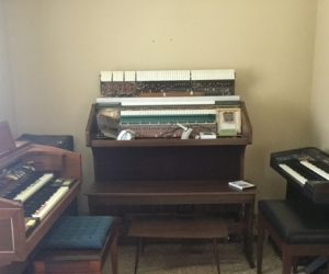 Keyboard organs for free in Batemans Bay