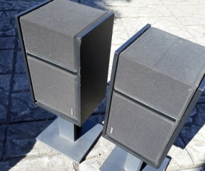 Bose 301 Bookcase Speakers and stands