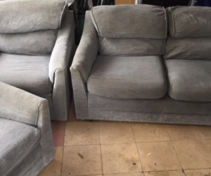 2 seater sofa couch & 2 matching arm chairs