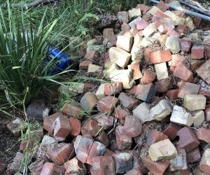 Broken Bricks for Paving (approx 500)