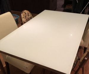 Table with white glass top