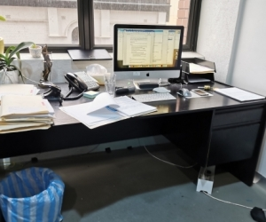 4 - 5 black office desks avail - Melbourne CBD