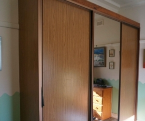 Wardrobe, Sliding doors and fittings. GC Free