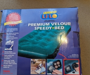Air Bed Twin Size with built in Pump