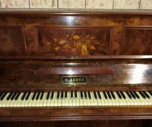 Free piano!! Pick up Scoresby