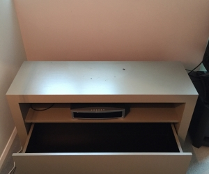 Tv console unit - solid and sturdy