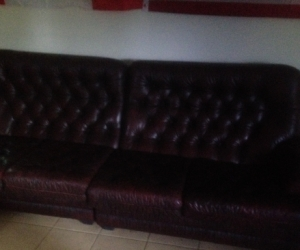 Leather lounge 2 seater and 4 seater