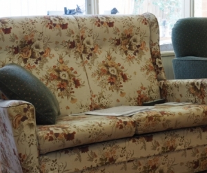 2 seater settee – 124 cms wide