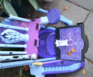 Spooky kids Monster High playhouse
