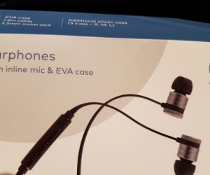 Qudo wired earphones with inline mic & EVA case