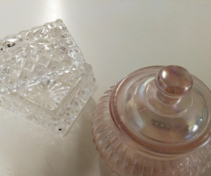 Glass trinket container