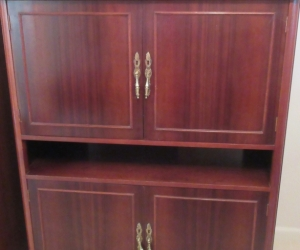 Versatile cupboard/cabinet