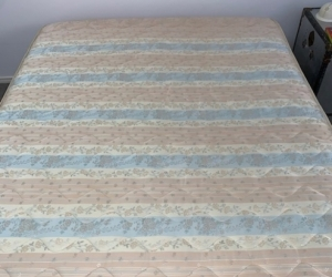 Queen Size Sealy Posturepedic Mattress and Base
