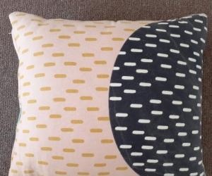 2x cushions