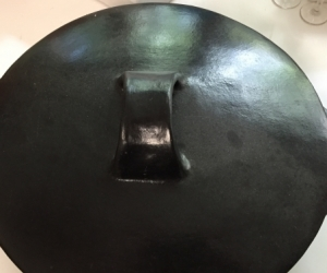 Pottery baking dish with lid