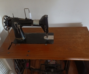 Singer Sewing Machine. Hybrid Electric + Pedal