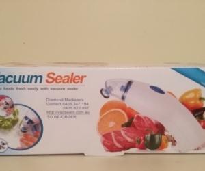 Vacuum sealer, hand held with bags
