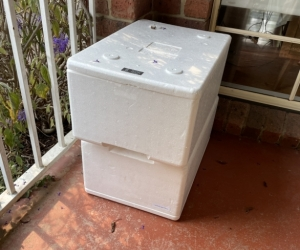 2x polystyrene cooler boxes with lid.
