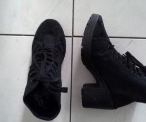 ladies thick heeled black boot