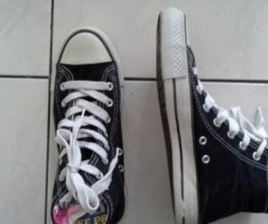 sneaker boot like