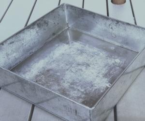 Extra large strong cake baking tin