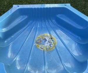 Clam shell pool