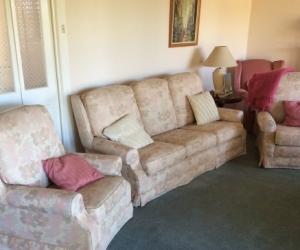 Lounge suit. Couch plus 2 matching armchairs