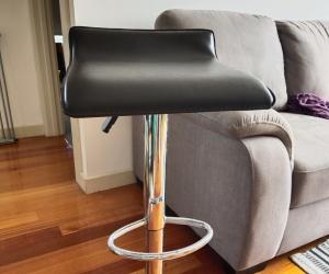 Stool - height-adjustable