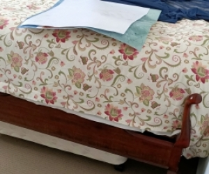 Double bed Queen Anne Style